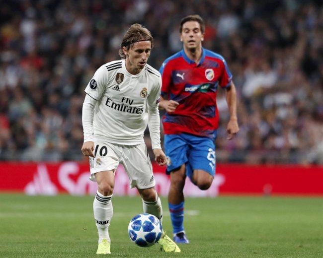 be4c6141d3a Adidas pacta con Florentino Pérez quien llevará el  10  en el Real ...