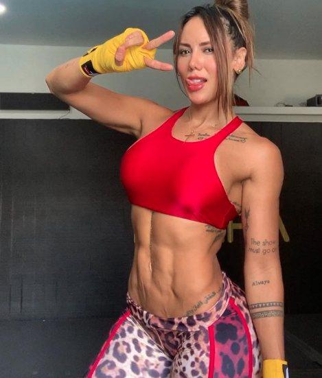 Sonia Isaza : Sonia isaza mostrando por que eh a musa fitness colombiana numero um.