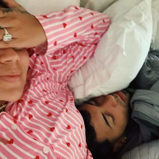 Karol G y Anuel AA, en la cama