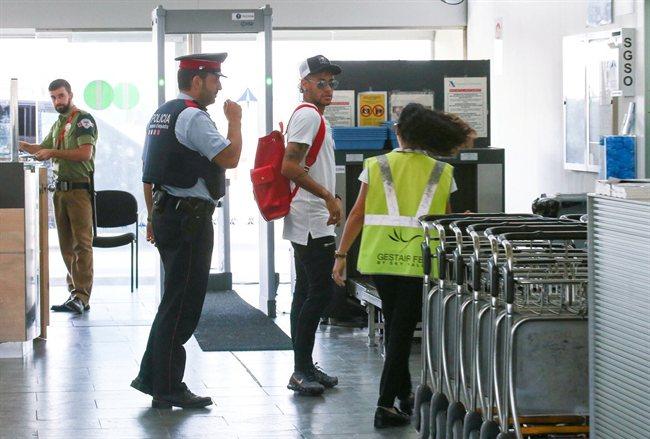 Neymar Junior, en el aeropuerto