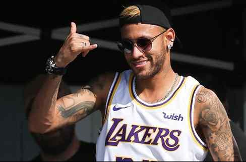 Neymar recibe una llamada. Y no es del Barça (pero Messi lo sabe todo)