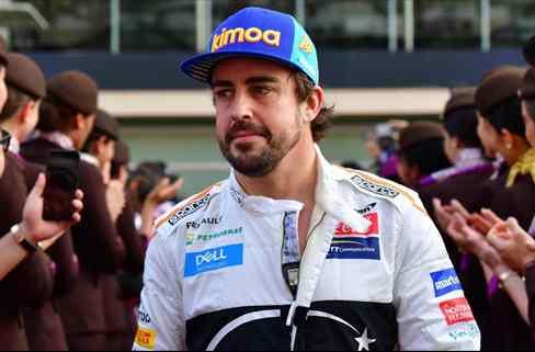 Italia pide la vuelta de Fernando Alonso a Ferrari (y descuartiza a Vettel)