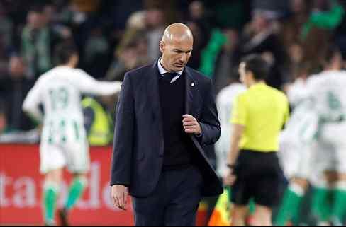 Zidane intenta evitar la fuga de un pilar del Real Madrid (y Florentino Pérez quiere venderle)