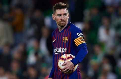 El delantero que tantea el Barça y que no acaba de convencer a Messi (tiene relación con el Madrid)