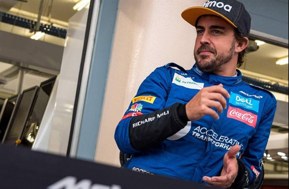 Fernando Alonso recibe palos a lo bestia por su última vacilada en el IndyCar