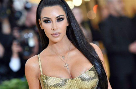 La foto en bañador de Kim Kardashian que vuelve loco a las redes sociales