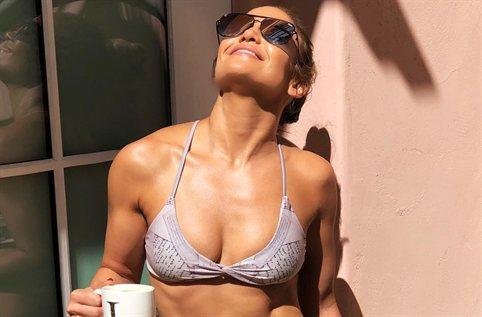 La foto inédita de Jennifer López en la bañera (y sin maquillaje) que te dejará sin palabras