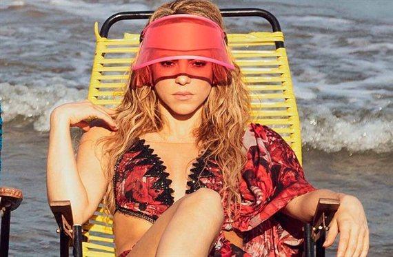 """Shakira se abre la camisa (y """"¡No lleva nada""""!): la foto que arrasa Google"""