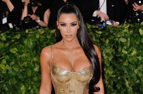 El mini top de Kim Kardashian (y ojo a la falda) que no se pondría ni Jennifer López