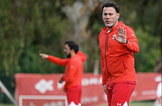 Milito busca refuerzos en la Superliga