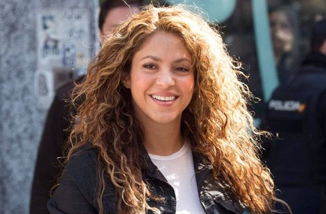 El video de Shakira en la playa de Barcelona (y ¡la insultan!)
