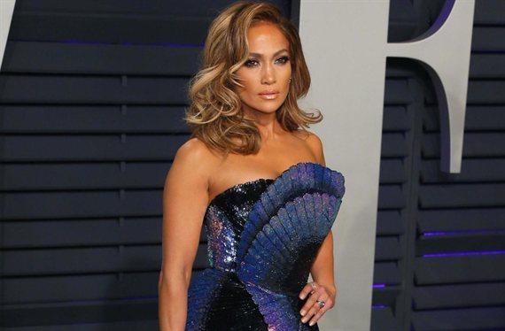 Jennifer López se quita la ropa interior: el mini vestido que paraliza EEUU