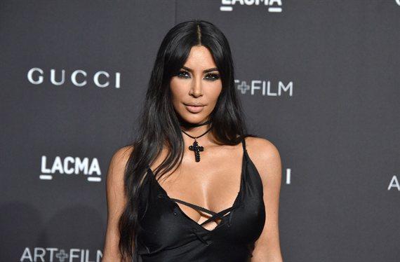 """La raja en la falda de Kim Kardashian: """"¡Que se le ve el tanga!"""""""