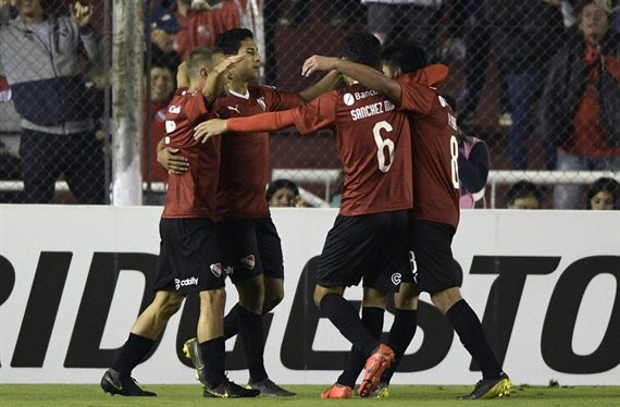 Independiente y Colón ganaron como locales y avanzaron en la Sudamericana