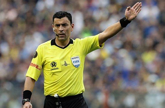 Los antecedentes de Roberto Tobar, el árbitro del Argentina-Colombia