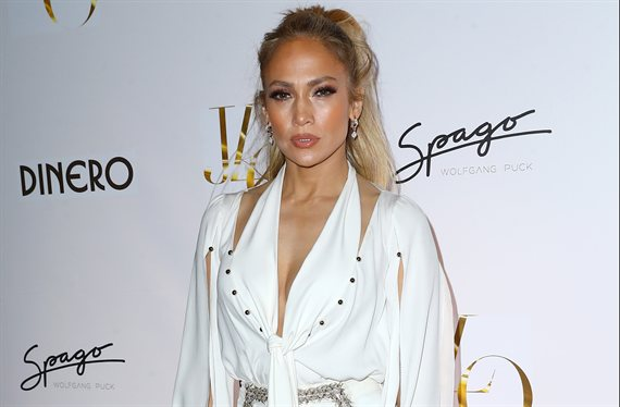 El mini vestido de Jennifer López que incendia Los Ángeles