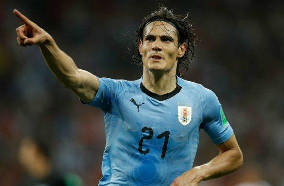 Cavani mete a Uruguay en la siguiente fase