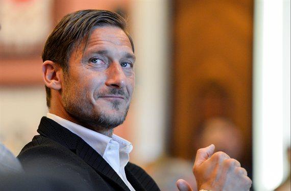 ¡Bomba! Totti podría volver a jugar en el Leeds de Bielsa