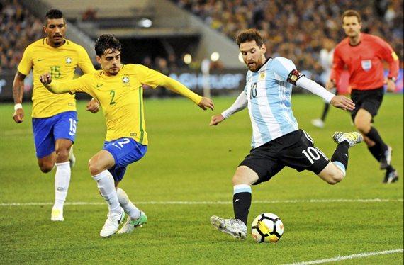 Argentina busca dar un golpe histórico ante Brasil para acceder a la final