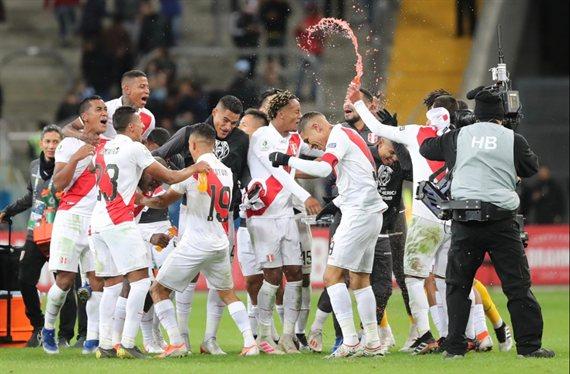 Perú venció a Chile y clasificó a la final de la Copa América tras 44 años
