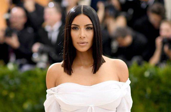 """""""¡Kim Kardashian lo enseña todo!"""": ojo a mini vestido"""