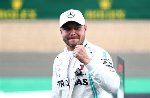 Mercedes domina con Bottas en la 'pole' y Hamilton tras él
