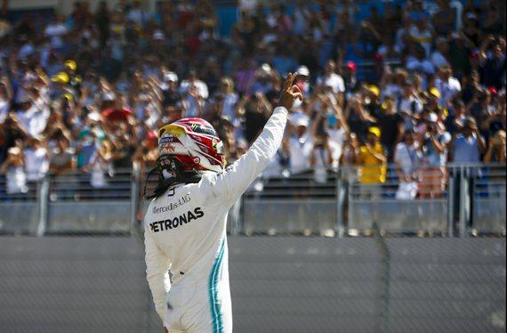 La fortuna se alía con Hamilton en Silverstone