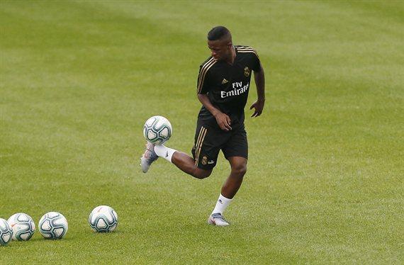 """""""Es mejor que Vinícius"""". Simeone se la juega al Real Madrid con un fichaje"""