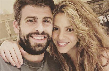 """El beso de Shakira a Piqué en el barco: """"¡Saltan chispas!"""""""