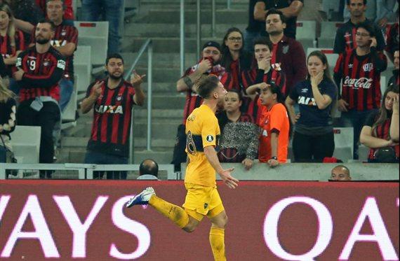 Boca busca ante Atlético Paranaense asegurar el pase a los cuartos de final