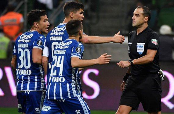 Godoy Cruz fue perjudicado por el VAR y se despidió ante el Palmeiras