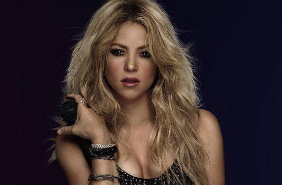 Pillan a Shakira quitándose el bikini en la playa