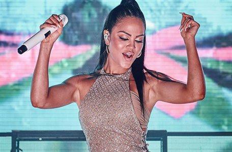 Natti Natasha toma Ibiza ¡con este modelito bomba y David Guetta alucina!
