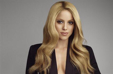 Shakira jugando al fútbol con tacones: ¡El video increíble!