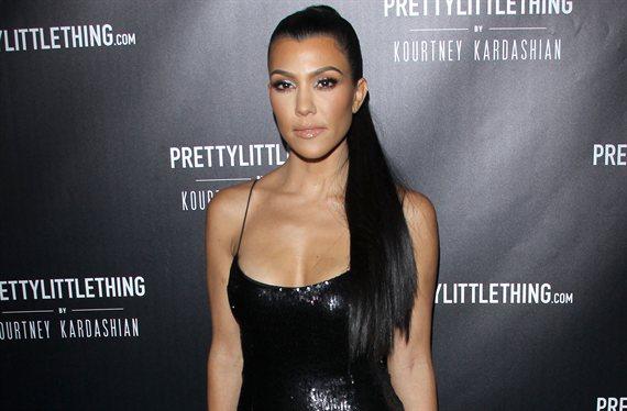 Kourtney Kardashian se abre la chaqueta (y ¡pone Instagram a mil!)