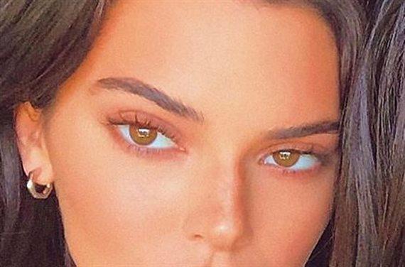 ¡Escándalo! Kendall Jenner se pasea sin ropa interior y presume de ello