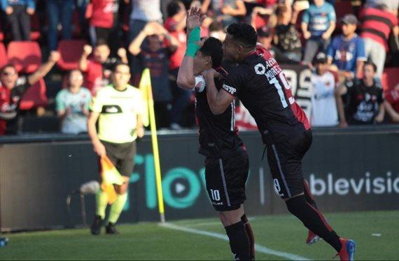 San Lorenzo perdió 2-1 con Colón y puso en riesgo la cima de la Superliga