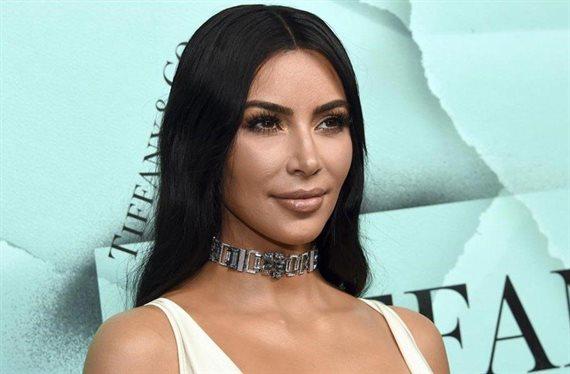 Sopla el viento y ¡se sube la falda! de Kim Kardashian: ¡Dios mío!