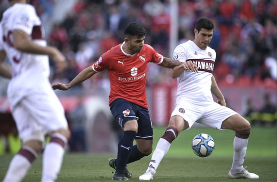 Independiente no aprovechó los goles de ventaja y empató 2-2 ante Lanús