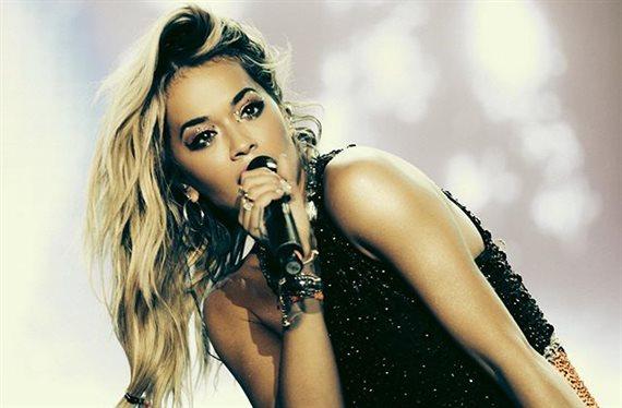 Rita Ora las tiene más grandes que Natti Natasha ¡y las enseña!