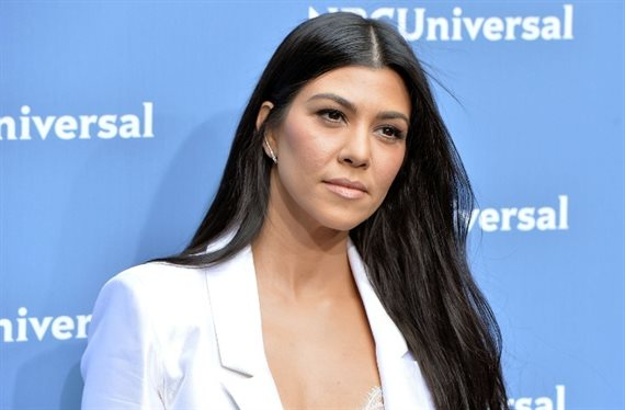 ¡Mira el bañador pin-up de Kourtney Kardashian!