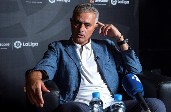 Mourinho pasa la lista de altas y bajas a Florentino Pérez