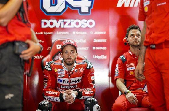 ¡Andrea Dovizioso abandona y le da el título a Marc Márquez!