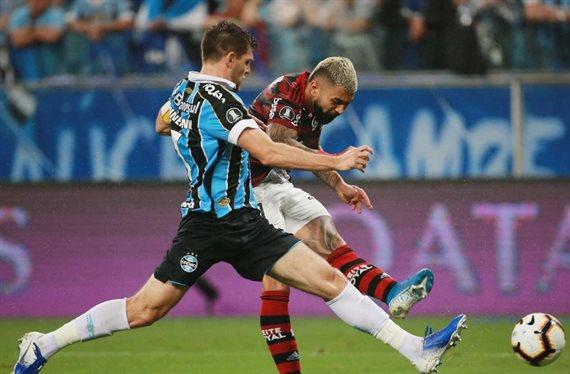Con polémicas, Gremio y Flamengo empataron 1-1 en la segunda semifinal