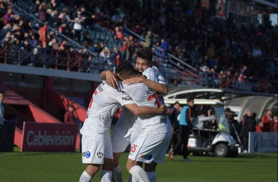 Central Córdoba hizo historia y venció 4-1 a San Lorenzo
