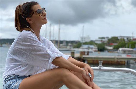 Carolina Cruz Osorio ¡la pifió con su bañador! y ¡con la postura también!