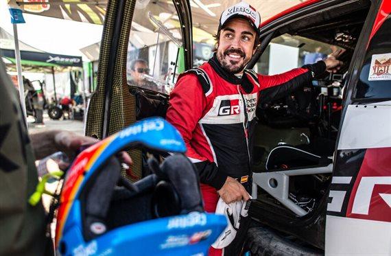 Sus rivales no se lo creen: Alonso ya sube al podium en un raid