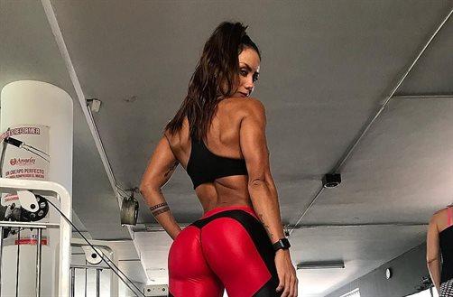 Sonia Isaza se las pone nuevas y son gigantes. Las enseña en esta foto