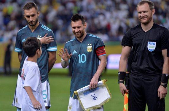 Argentina se enfrenta con Uruguay en el último amistoso de la gira