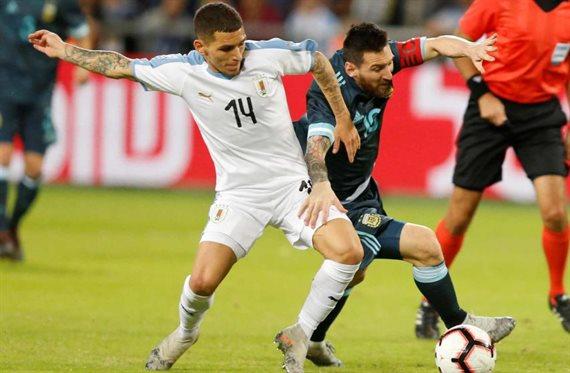 Con un agónico gol de Messi, Argentina empató 2-2 ante Uruguay